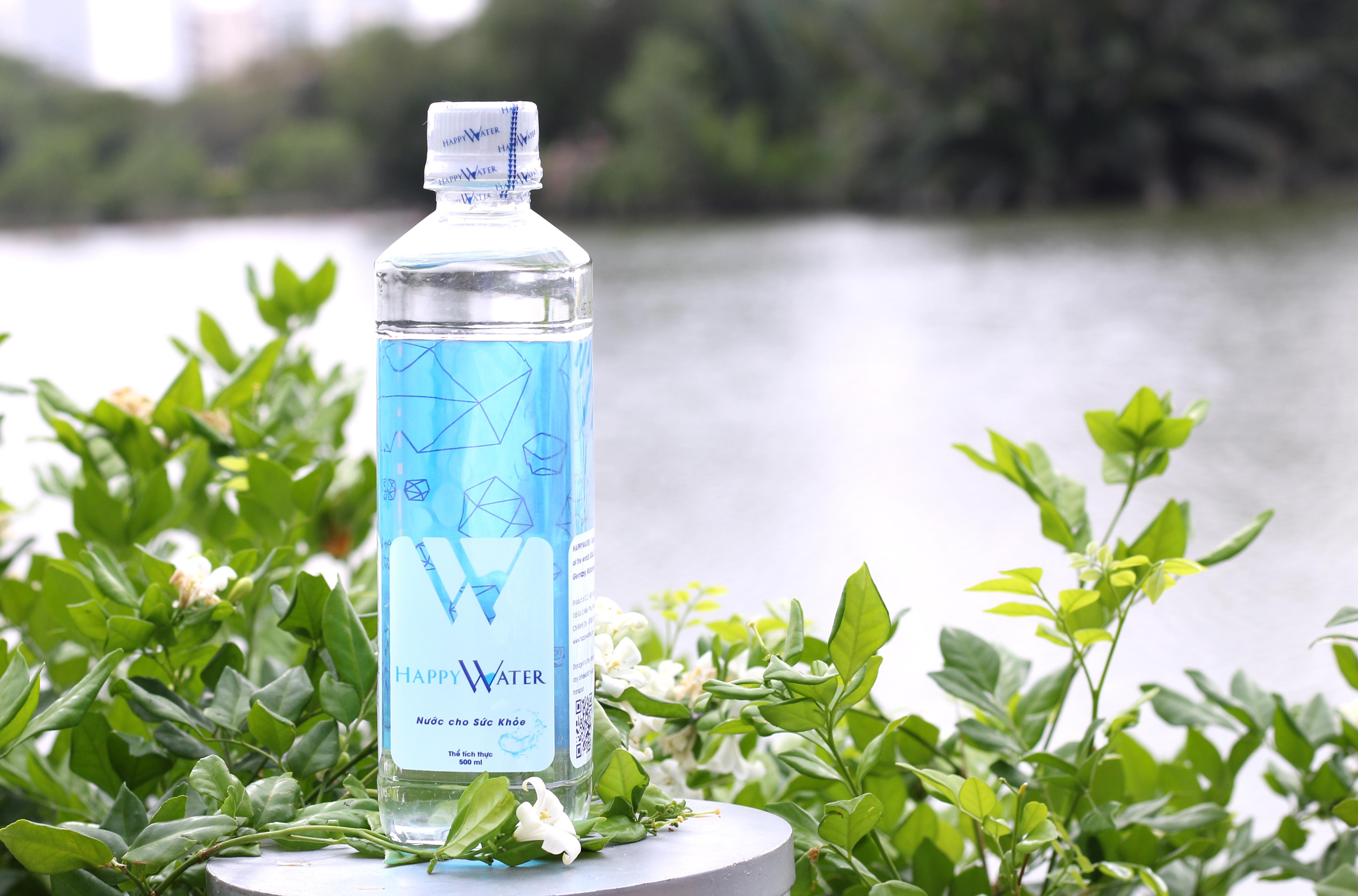 uống nước tinh khiết hàng ngày